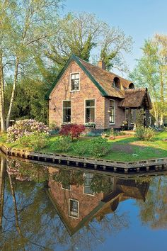 11 Best Places In The Netherlands To Visit Best Places To Eat, Great Places, Beautiful Places, Places To Visit, Dutch House, Amsterdam Things To Do In, Top Travel Destinations, Cottage Homes, Best Cities