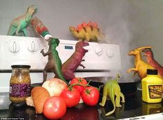 Dinosaurs make breakfast! Check out the fun and Games with Silly Dinosaur antics in Dinovember! Via Daily Mail. Dino Toys, Dinosaur Toys, Bento, Plastic Dinosaurs, Midnight Snacks, Clean Memes, How To Make Breakfast, T Rex, Stuff To Do