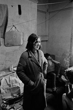 Shocking Photos of Newcastle 1969 - 1972 by Nick Hedges - Flashbak Poverty Photography, Urban Photography, People Photography, Street Photography, Newcastle, Vintage Photographs, Vintage Photos, Birmingham, Black White Photos