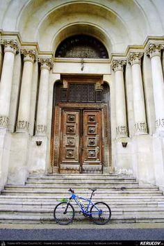 Cu bicicleta prin Bucuresti - 5: Cotroceni - Politehnica - Opera - Universitate . Cycling In Bucharest - 5 - Cotroceni - Politehnica - Opera - Universitate