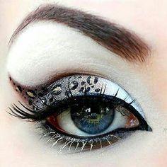 Gorgeous cat/leopard eye makeup ! ❤️  © bethbenderbeauty.com⠀ ⠀⠀ #art #beauty #beautiful #eyeliner #wingedeyeliner #eyeshadow #eyemakeup #black #gold #sparkle #eyelashes #lashes #cat #leopard #brows #browsonfleek #makeup #makeuplove #makeuplook