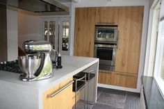 Handgemaakte keuken met stollen.