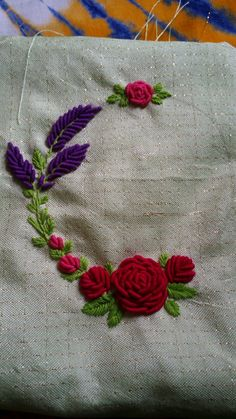 New Embroidery Patterns Girl Fabrics 54 Ideas Kasuti Embroidery, Hand Embroidery Videos, Hand Embroidery Flowers, Embroidery On Clothes, Hand Work Embroidery, Creative Embroidery, Embroidery Fabric, Hand Embroidery Patterns, Beaded Embroidery