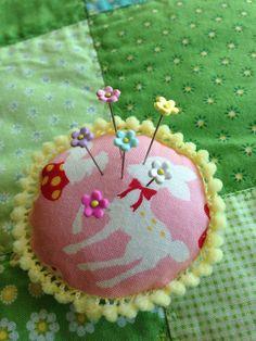 Extra Mini Blossom Pin Topper Assorted Colors por PinksAndNeedles