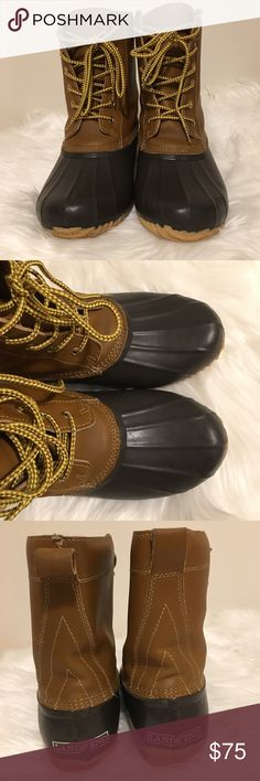 Lands' End Lined Duck Boots Women's Lands' End Duck Boots. ONLY WORN ONCE - EUC! A Waterproof Rubber Shell & Leather Upper keep the Cold and Wet Out. Inside, they're Lined & Insulated with Fleece so Your Feet are Cozy Even in Foul Weather. FEATURES * Leather Upper with Waterproof Rubber Shell  * Lace Front lets you Adjust the Fit * Leather Heel Pull helps get them on and off with ease  * Lined with Polyester Knit  * Removable Footbed with 400 grams of Thermolite® Insulation  * Rubber Outsole…