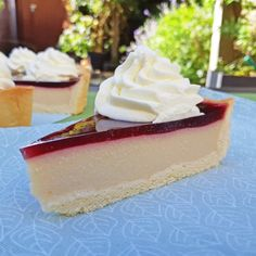 Kefir taart ~ melktaart ~ www.hetkeukentjevansyts.nl Kefir, Vanilla Cake, Cheesecake, Sweets, Desserts, Tailgate Desserts, Deserts, Gummi Candy, Cheesecakes