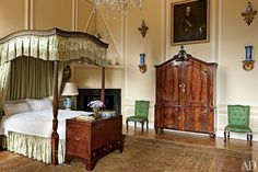 The Tapestry Bedroom features a George III mahogany bed with a custom-printed linen canopy; the carpet is a 19th-century Sultanabad
