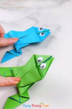Tutoriel de grenouilles en origami - Must do Crafts and Activities for Kids Origami Simple, Instruções Origami, Origami Videos, Paper Crafts Origami, Paper Crafts For Kids, Diy For Kids, Simple Origami Tutorial, Origami Boxes, Dollar Origami