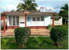 Vista general de la vivienda. Cuba, Garage Doors, Outdoor Decor, Home Decor, Decoration Home, Room Decor, Home Interior Design, Carriage Doors, Home Decoration