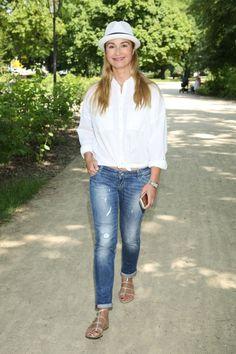 Zdjęcie numer 7 w galerii - Joanna Brodzik kontra klasyka. Czy w białej koszuli i jeansach można wyglądać źle? MOŻNA. Oto dowód