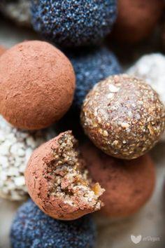 Najłatwiejsze kulki mocy | erVegan - kuchnia roślinna