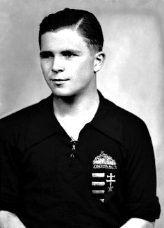 Ferenc Puskas of Hungary in Pure Football, Best Football Players, Sports Images, Sports Pictures, Real Madrid, Image Foot, Great Names, International Football, Athletic Clubs