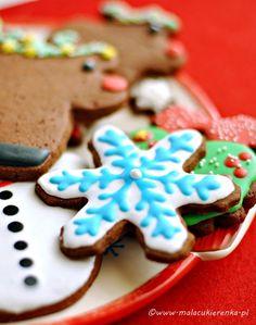 yżeczkę mielonego imbiru, 1 płaską łyżeczkę mielonych goździków, 1 łyżeczkę mielonego kardamonu, 1 łyżeczkę gałki muszkatołowej, 1 łyżeczkę mielonego ziela angielskiego Christmas Cookies, Gingerbread, Cooking Recipes, Desserts, Food, Tailgate Desserts, Meal, Food Recipes, Ginger Beard