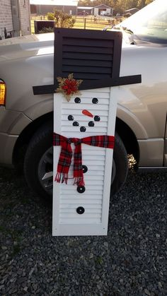 Learn how to create easy and cheap Christmas decorations with these awesome Snowman shutters You can buy most of the supplies at your local dollar store and within no time you'll have gorgeous and inexpensive DIY holiday decorations! Diy Christmas Decorations For Home, Xmas Crafts, Wood Crafts, Outdoor Snowman Decorations, Diy Christmas Decorations Easy, Snowman Crafts, Simple Christmas, Christmas Diy, Christmas Cooking