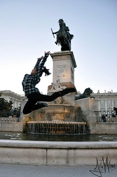 Madrid, Spain Haha wont be doing this -> But I'm sure we could do a cute sitting photo Merida, Cool Pictures, Cool Photos, Visit Madrid, Madrid City, Spain Images, Seaside Resort, Grand Mosque, Balearic Islands