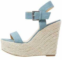 Elegantísimas Y Muy Confortables Elegantísimas y muy confortables, las sandalias con plataforma de mujer forman parte del conjunto de los calzados que no p