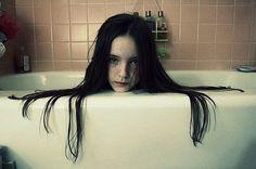 amazing-creepy-girl-halloween-hey-dats-not-cute-photography-Favim.com-45993_large.jpg (500×332)