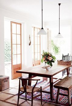 Dining room pendants and chandeliers should be hung 30 to 34 inches above the tabletop based on an eight-foot ceiling height. For each additional foot of ceiling height, add an additional three inches for the most visually pleasing placement.
