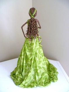 Paverpol Princess - transparent paverpol over green cotton, ringlets made by wrapping mop strands with bronze paverpol around straws. Fabric Painting, Fabric Art, Fabric Crafts, Fish Sculpture, Painted Wine Bottles, Bottle Painting, Garden Statues, Green Cotton, Clay Art
