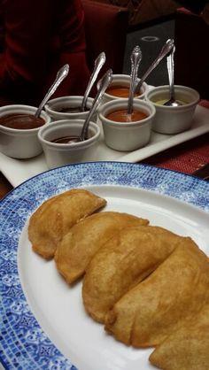 Degustación de moles en corazón de Maguey Mole, French Toast, Mexican, Breakfast, Ethnic Recipes, Restaurants, Morning Coffee, Mole Sauce