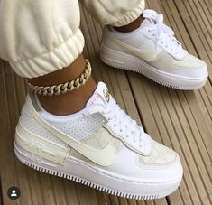 Dr Shoes, All Nike Shoes, White Nike Shoes, Hype Shoes, Me Too Shoes, Chucks Shoes, White Chucks, Shoes Heels, Sneakers Outfit Casual