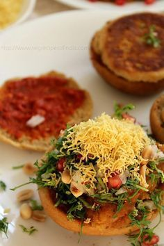 Dabeli Indian burger street food A spicy tangy sweet potatoe filling drizzled in spicy chutneys onions sev dhana and even pomegranate delicious and healthy Veg Recipes, Indian Food Recipes, Asian Recipes, Vegetarian Recipes, Cooking Recipes, Recipies, Summer Recipes, Cooking Tips, Mumbai Street Food