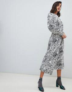 3057a133019 ASOS DESIGN   ASOS DESIGN jacquard batwing midi dress in mono leopard print  Bat Wings