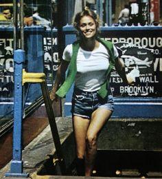"simplymagdorable: ""Lauren Hutton at home in New York's Greenwich Village, Newsweek August 1974 "" Lauren Hutton, 70s Fashion, Fashion Outfits, Fashion Models, Vintage Fashion, Rachel Friends, New York S, Estilo Boho, Cute Summer Outfits"