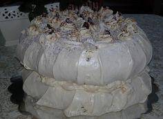 Moje Wypieki | Tort dacquoise z orzechami i daktylami