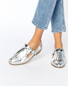 Buy ASOS MICHIGAN Fringe Detail Flat Shoes at ASOS. With free delivery and return options (Ts&Cs apply), online shopping has never been so easy. Get the latest trends with ASOS now. Cute Shoes, Me Too Shoes, Shoe Boots, Shoes Sandals, Flat Shoes, Platform Shoes, Mocassins Cuir, Latest Shoe Trends, Silver Shoes