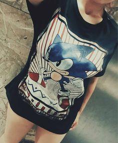 Uuuooo!! Me encanta esta foto de @annawinchester4 con la gran y clásica camiseta de Sonic. Muchas gracias mola mucho :-) #mistergiftbcn #mistergift #oficial #official #videogames #games #videojuegos #sega #sonic #nostagia #freak #clothes #camisetas #ropa #retro #clasico #retro #barcelona