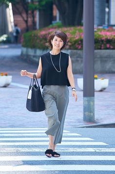 In addition to the slightly color usual black a fresh! | Fashionable tips, still SNAP is in the town SNAP |!! Mi-mollet (midi) | Kodansha