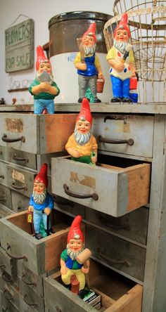 A garden gnome couple can be the perfect option of garden gnome to add romanticism to your garden or yard. Gnome Statues, Art For Sale Online, Gnome House, Woodland Creatures, Fairy Houses, Leprechaun, Yard Art, Kitsch, Elves