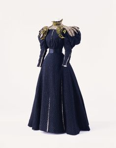 Day dress by Gustave Beer, ca 1895 Paris, KCI. Another example of the strange goings-on with sleeves at the end of the 19th Century.