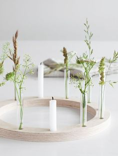 Kerzenkranz im Sommerkleid Nature Table, Wooden Diy, Rustic Decor, Creme, Diy And Crafts, Diy Projects, Candles, Table Decorations, Home Decor