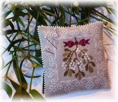 Tout juste terminée..... une petite broderie..... Extrait de Noël Blanc A Mon Ami Pierre pour vous souhaiter une très, très, belle Année 2014 !