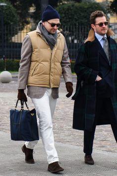 ブラウンのグラデーションを意識したジャケパンコーデにフィットさせるようにベージュのダウンベストを取り入れ Classic Fashion, Classic Style, Men's Fashion, Style Men, My Style, Down Vest, Casual Chic, Winter Fashion, Winter Jackets