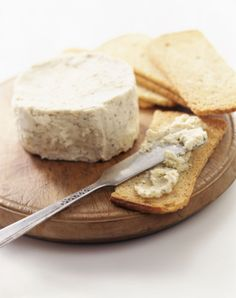Spreadable Vegan Cashew Cheese: cashews, lemon, nutr yeast, miso, granulated garlic, granulated onion, dijon, salt, dried basil (?), dried thyme