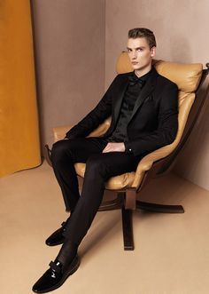 The refined, understated image of the Carlo Pignatelli man seeks to approach Fall/Winter 2015 with a sophisticated aplomb which gains expression in a classy and exclusive collection. The ensembles that make up the range are marked by the use... »
