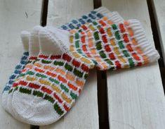 Tilaa uutiskirje, saat ilmaisen sukkaohjeen. Knots, Free Pattern, Knitting, Crochet, Tricot, Breien, Sewing Patterns Free, Stricken, Ganchillo