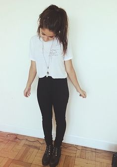 black and white • teen style • tumblr fashion • cute clothes • outfits • white tshirt • autumn • fall • winter • spring