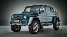 Mercedes-Maybach G 650 Landaulet (W 463): High drive comfort comes courtesy of the most powerful available engine, the Mercedes-AMG V12 biturbo.