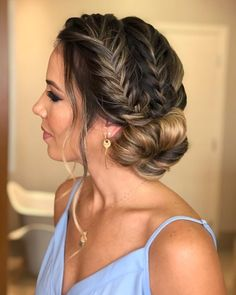 Homecoming Hairstyles The sophisticated and simple long hairstyles for prom are here.Homecoming Hairstyles The sophisticated and simple long hairstyles for prom are here. Prom Hairstyles For Long Hair, Graduation Hairstyles, Dance Hairstyles, Homecoming Hairstyles, Party Hairstyles, Braided Hairstyles, Wedding Hairstyles, Hairstyle Ideas, Elegant Hairstyles