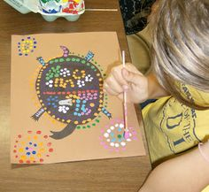 Zilker Elementary Art Class: Grade Aboriginal Dot Paintings could adapt and simplfy Classroom Art Projects, School Art Projects, Art Classroom, Aboriginal Dot Painting, 4th Grade Art, Grade 2, Fourth Grade, Australian Art, Australian Animals