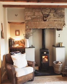Home 💫 The fire is lit and I'm having a lovely cup of tea before we crack on with putting up our Bee Hive Composter 🐝🌿 Cottage Lounge, Cottage Living Rooms, Cottage Interiors, Home And Living, Living Room Decor, English Living Rooms, Style At Home, Home Interior, Interior Design