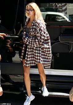 Off-duty: On Saturday, Hailey Bieber took out some time for herself as she was spotted heading for the gym with a friend in a dark grey sports bra, biker shorts and a long, flowing oversize flannel that kept her arms under wraps Source by flannel outfits Oversized Shirt Outfit, Camisa Oversized, Plaid Shirt Outfits, Cute Casual Outfits, Short Outfits, Plaid Shirt Outfit Summer, Flannel Outfits Summer, Plaid Shirts, Flannels