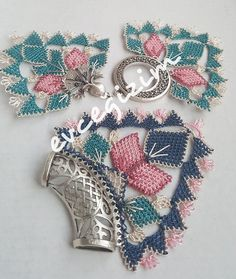 This Pin was discovered by Ene Crochet Needles, Needle Lace, Needlework, Bracelet Watch, Diy And Crafts, Jewels, Knitting, Bracelets, Creative