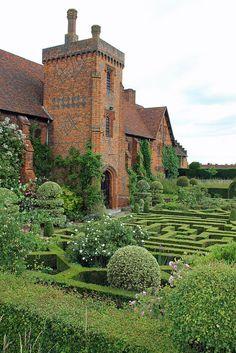 Attractive England http://www.travelandtransitions.com/destinations/destination-advice/europe/ Love this picture!