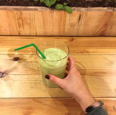 One Green Juice A Day. Keeps the Doctor Away! Remember to drink your green juice while traveling! Don't skimp on NUTRITION! Best Juice Bars in Barcelona / Organics Vegan Treats, Vegan Food, Vegan Recipes, Juice Bars, Barcelona Travel, How To Stay Healthy, Glass Of Milk, Traveling, Nutrition
