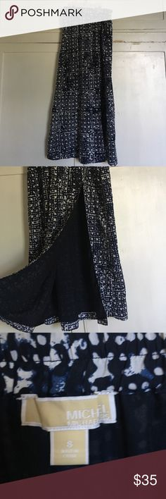Patterned maxi skirt Beautiful elastic waist lightweight maxi skirt. Slit  up to above the knee